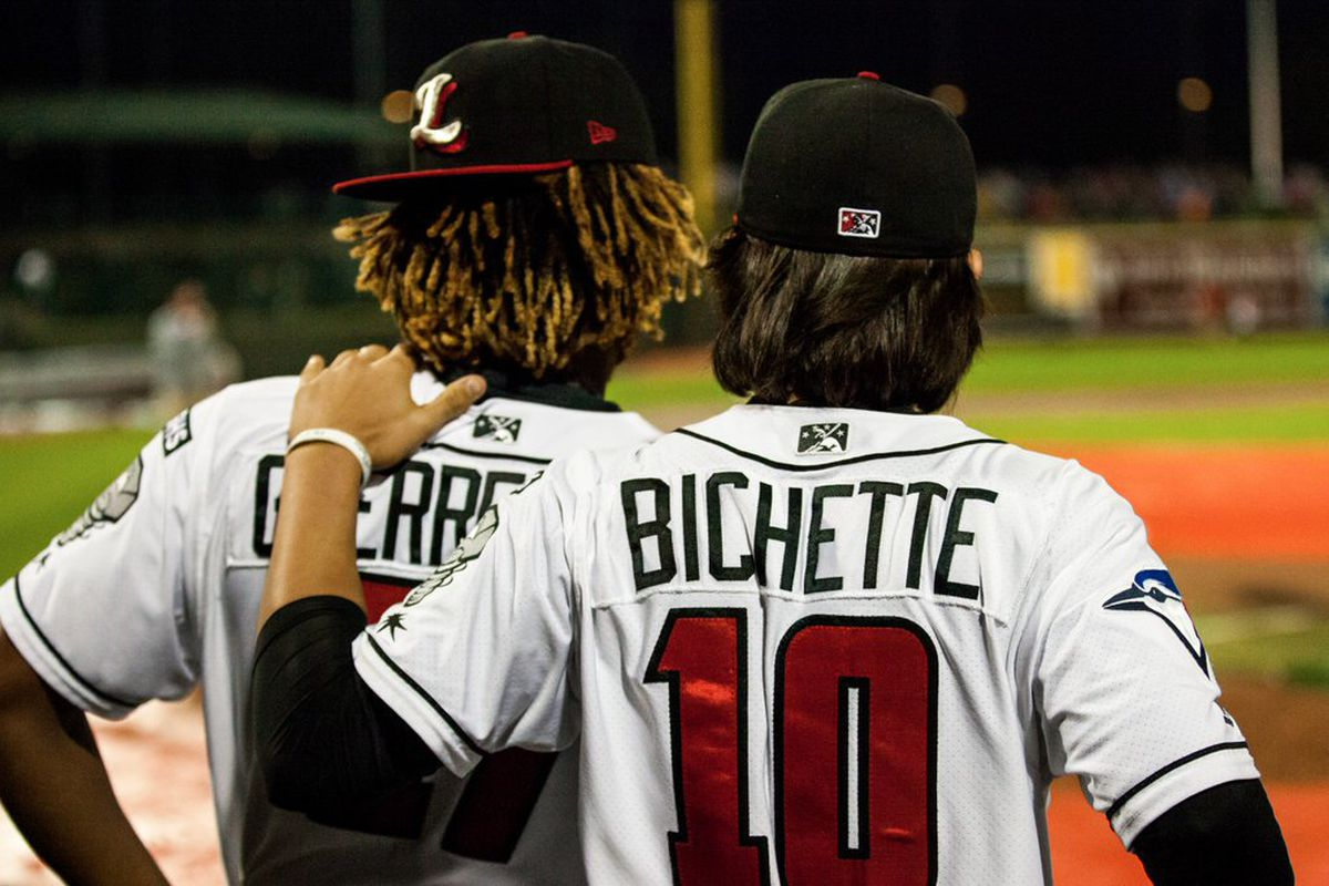 Bo Bichette places his arm on the shoulder of Lansing Lugnuts teammate Vladimir Guerrero Jr.