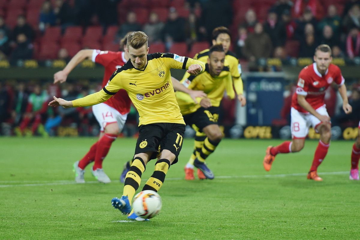 Marco Reus takes, and misses, a penalty against Mainz