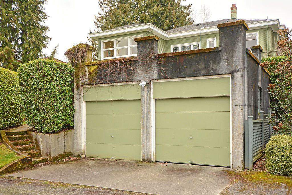 A concrete garage with a parapet like design on top