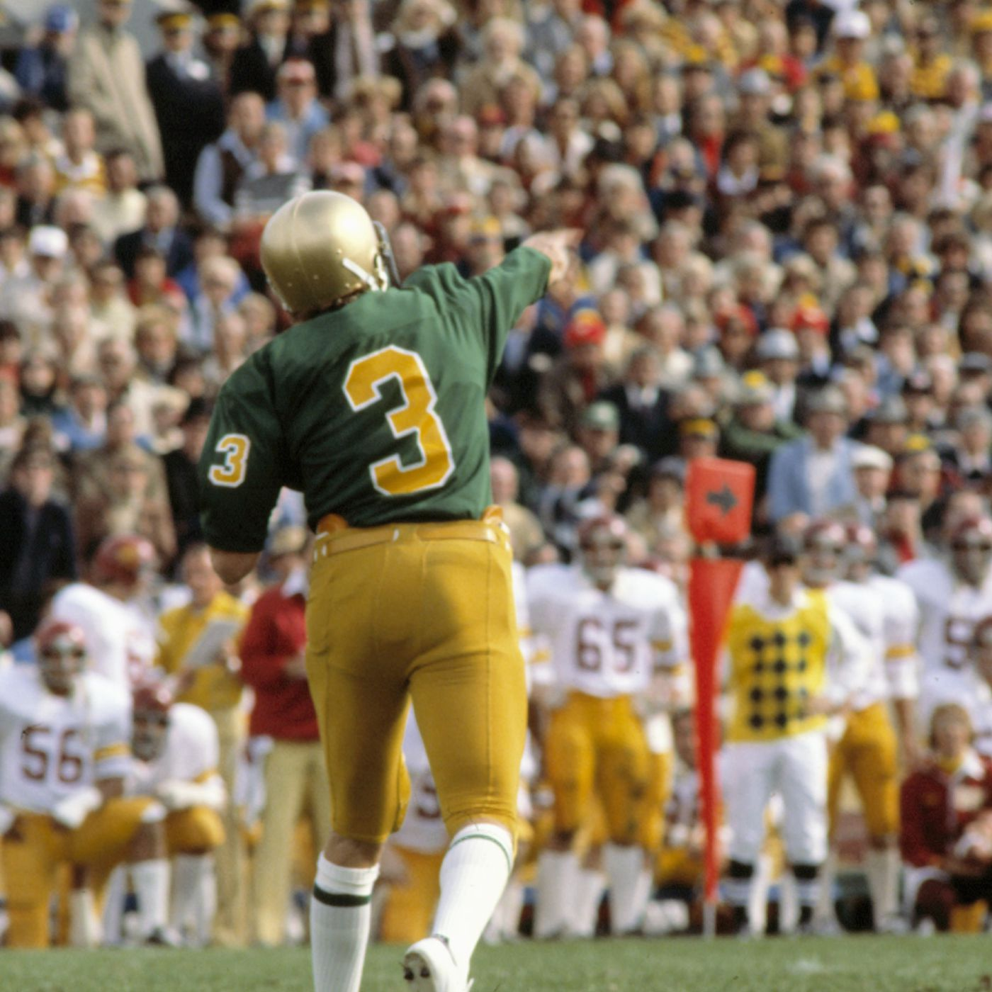 A Look Back At The Notre Dame Fighting Irish Vs Usc In 1977 One Foot Down