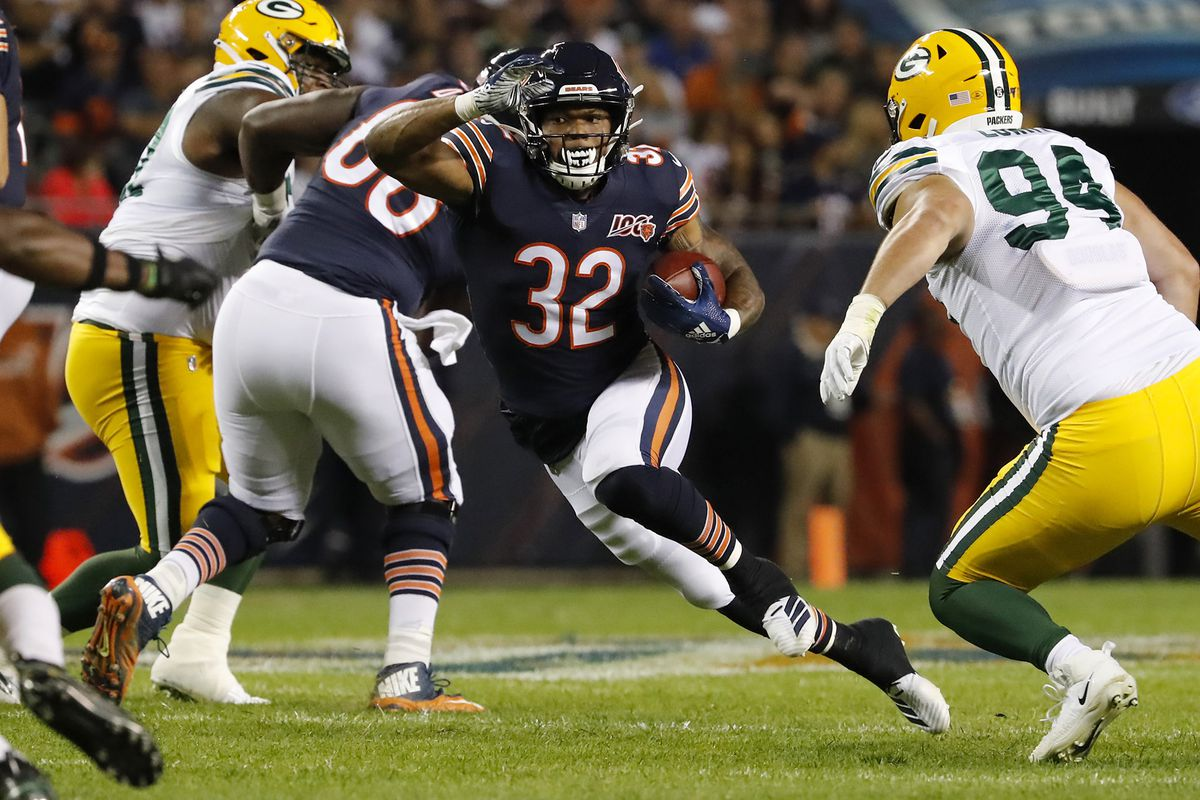 Chicago Bears running back David Montgomery (32) rushes in the first quarter against the Green Bay Packers at Soldier Field in Chicago on Thursday, Sept. 5, 2019.