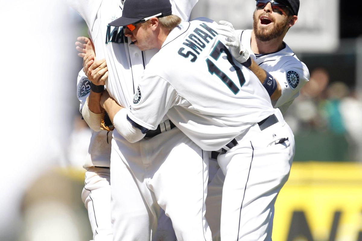 Justin Smoak moves to absorb talent rays being emitted by Felix's cells