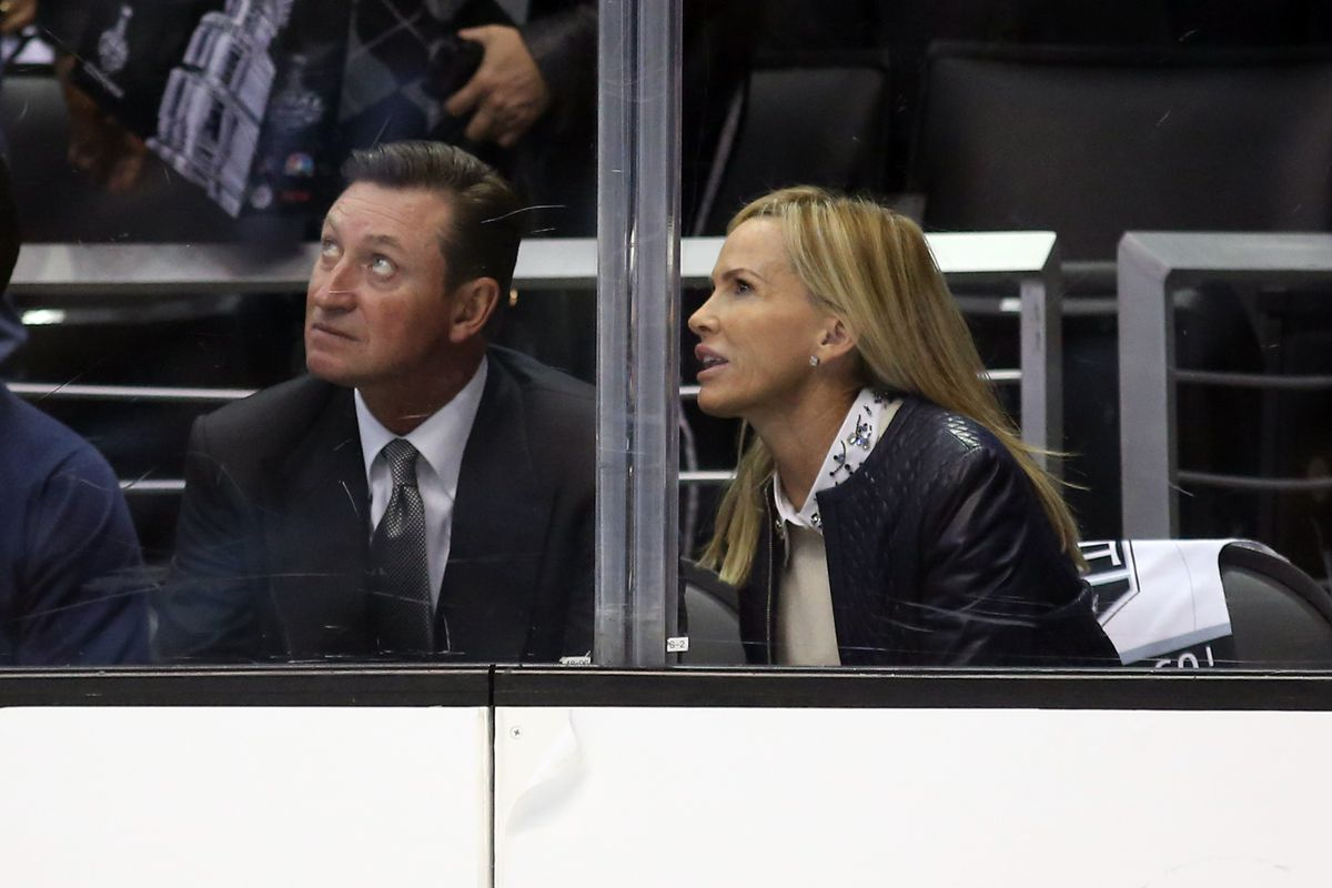 wayne and janet are also very confused by you, men of hockey twitter