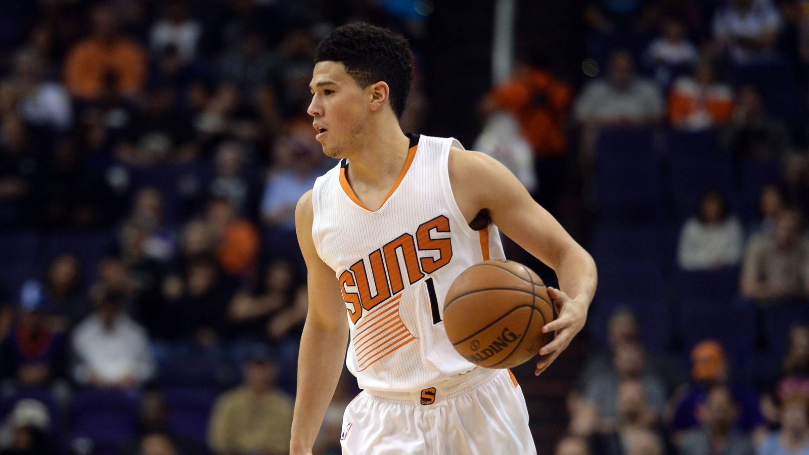 Center of the Sun Phoenix Suns now 16 35 Booker s streak of 20