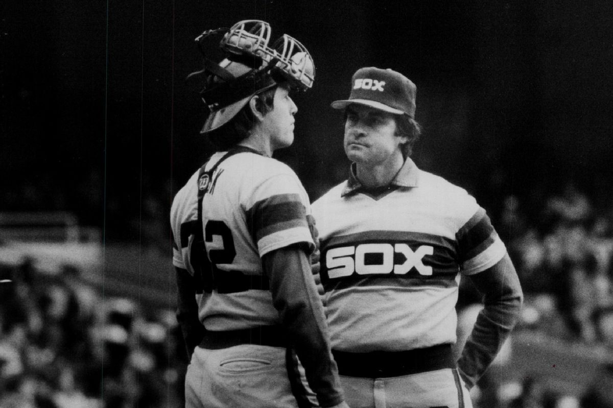 Tony La Russa confers with catcher Carlton Fisk during La Russa's first tour as White Sox manager.