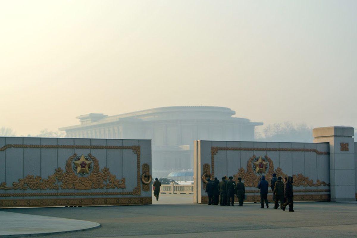 North Korea palace (C) Sophie Schmidt