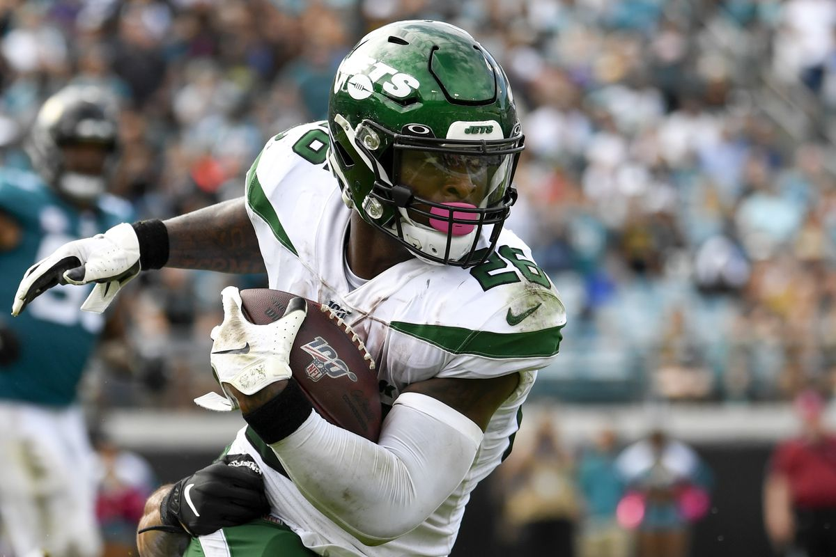 New York Jets running back Le'Veon Bell runs the ball during the fourth quarter against the Jacksonville Jaguars at TIAA Bank Field.
