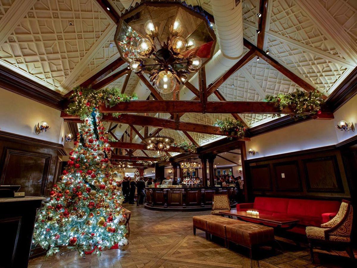 18 Nyc Restaurants With Holiday Decorations Eater Ny