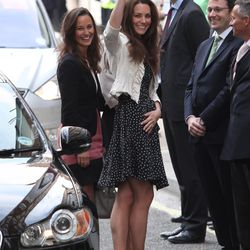 Arriving at the Goring Hotel in a bird-print Issa dress, wedges, and a cardigan for her wedding rehearsal on April 28th, 2011.