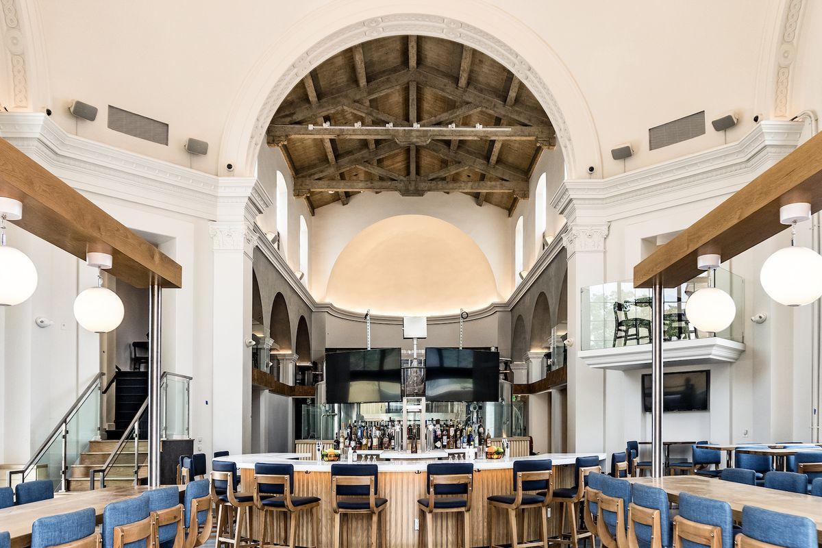 Fabulous Tony Yanows Abc Group Opens Broxton Brewpub In Westwood Beatyapartments Chair Design Images Beatyapartmentscom