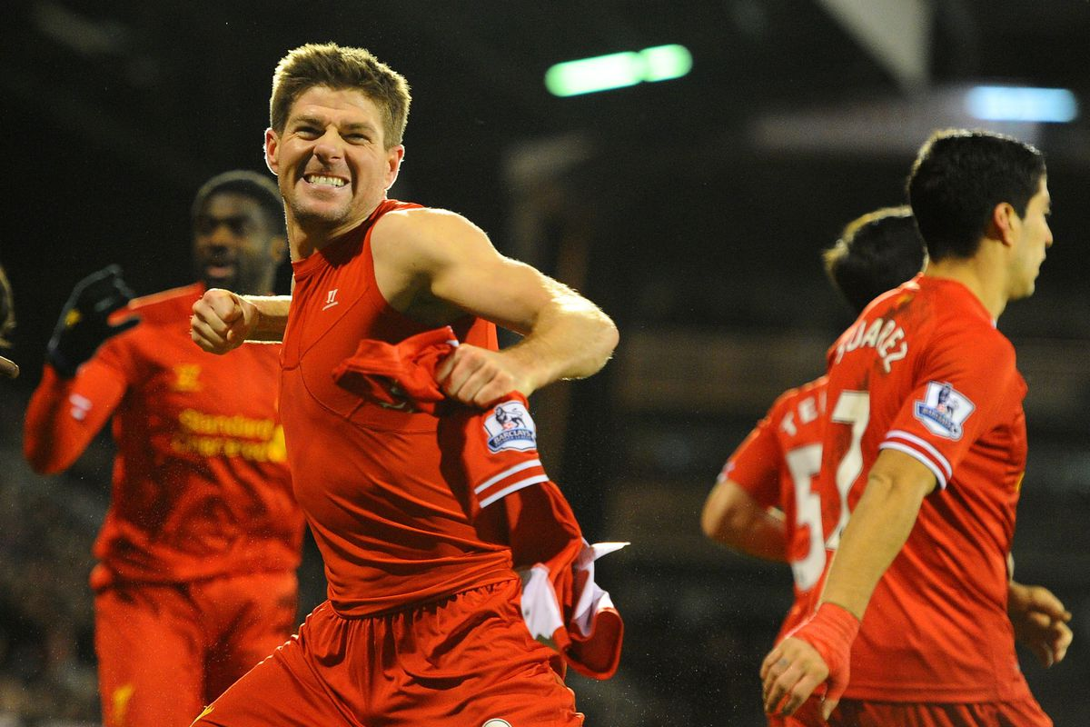 You think this is a photo of Steven Gerrard, but it's actually a photo of Teixeira behind Suarez.