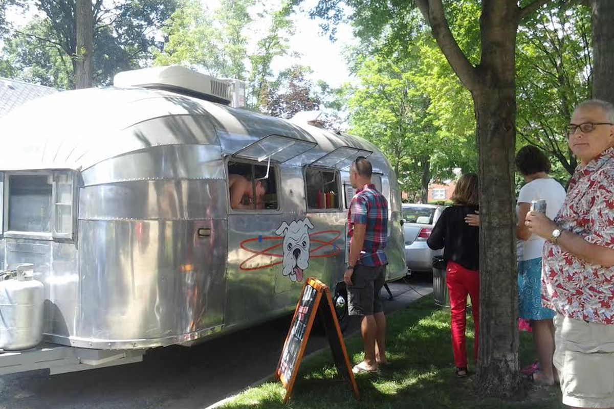 Atomic Dawg converted a 1952 Airstream trailer into a food truck.