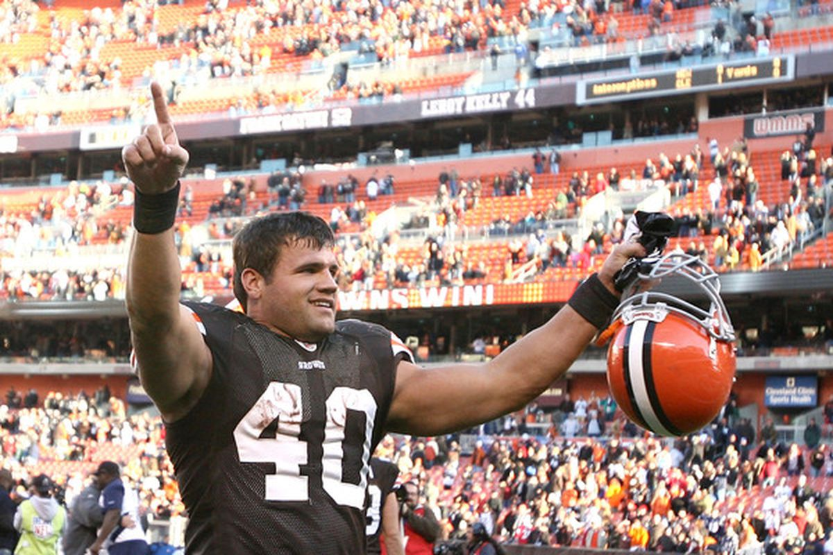 CLEVELAND - NOVEMBER 07:  Running back Peyton Hillis #40 of the Cleveland Browns celebrates their victory over the New England Patriots at Cleveland Browns Stadium on November 7 2010 in Cleveland Ohio.  (Photo by Matt Sullivan/Getty Images)