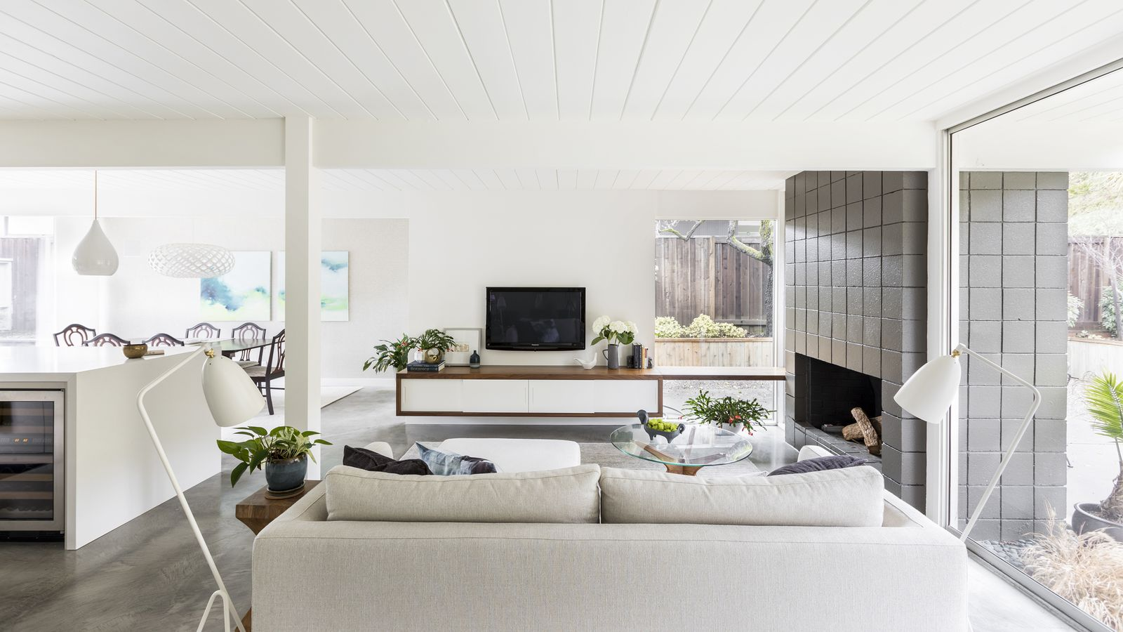 A Traditionalist Learns To Love An Eichler Curbed