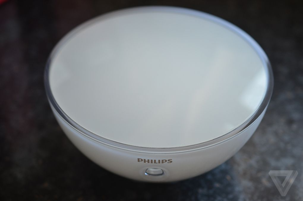 philips hue go promises a portable bowl of light and it. Black Bedroom Furniture Sets. Home Design Ideas