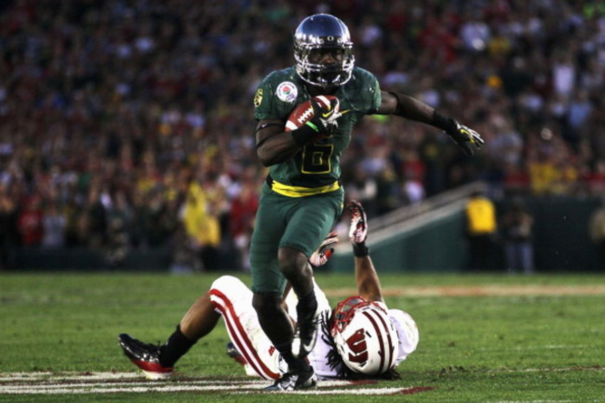 Oregon's DeAnthony Thomas' explodes for one of several of his explosion plays in the Rose Bowl, which the Ducks won 45-38 over the Wisconsin Badgers. <em>(Getty Images Photo)</em>