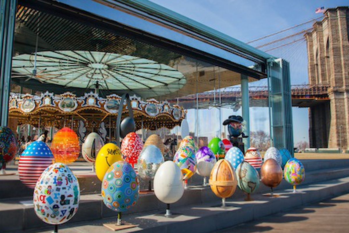 A typical egg photo shoot at the Brooklyn Bridge Park; Photo courtesy of The Big Egg Hunt