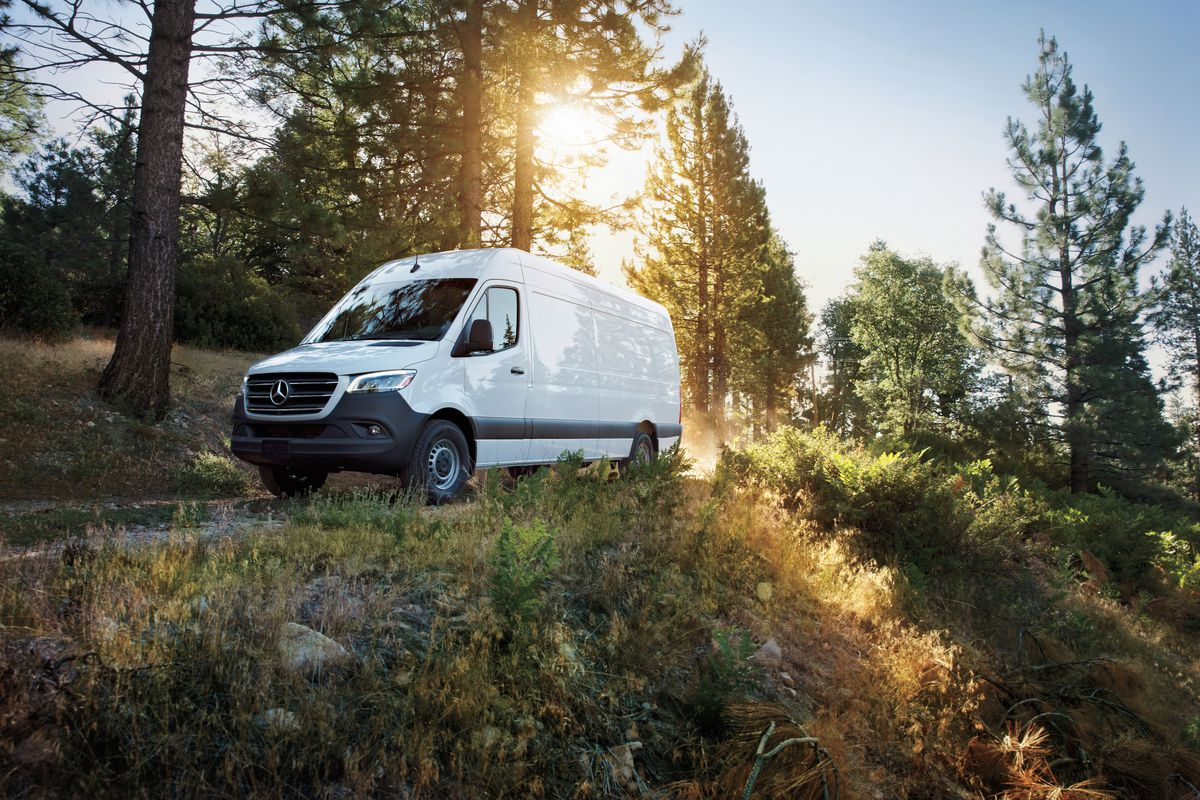 915992c079724b Camper van alert: The Mercedes-Benz Sprinter is now made in the USA ...