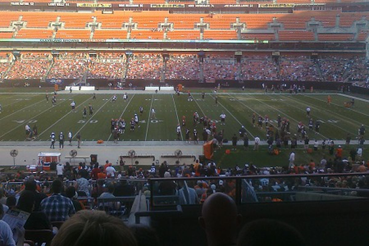 The Cleveland Browns split up for positional drills at Family Fun Night.