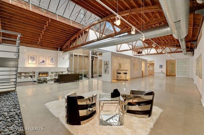 Spacious bow truss timber loft near the 606 trail returns