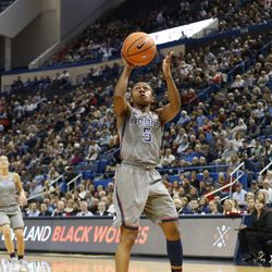 UConn�s Crystal Dangerfield (5) goes in for a layup.