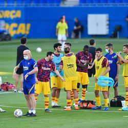 Barcelona players ahead of kick-off