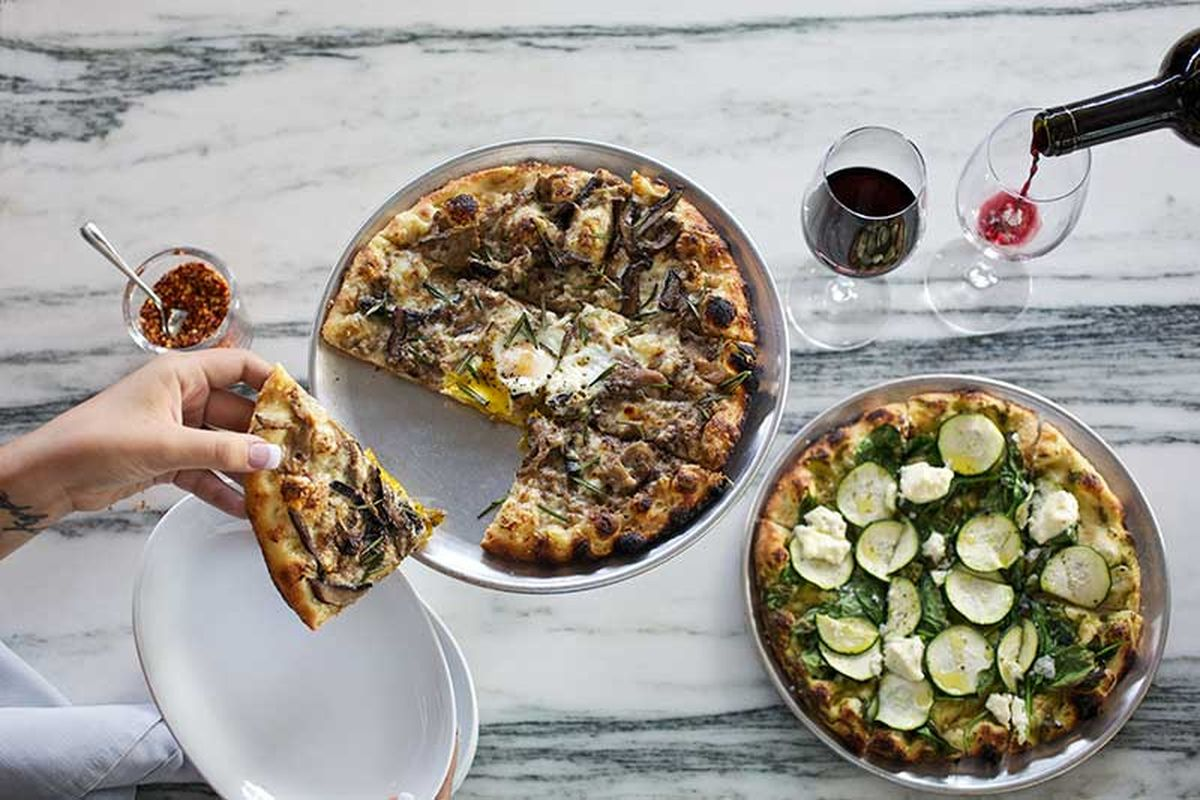 Pizza and wine at Cantine