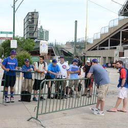 2:58 p.m. Another view of fans waiting for autographs on Waveland -