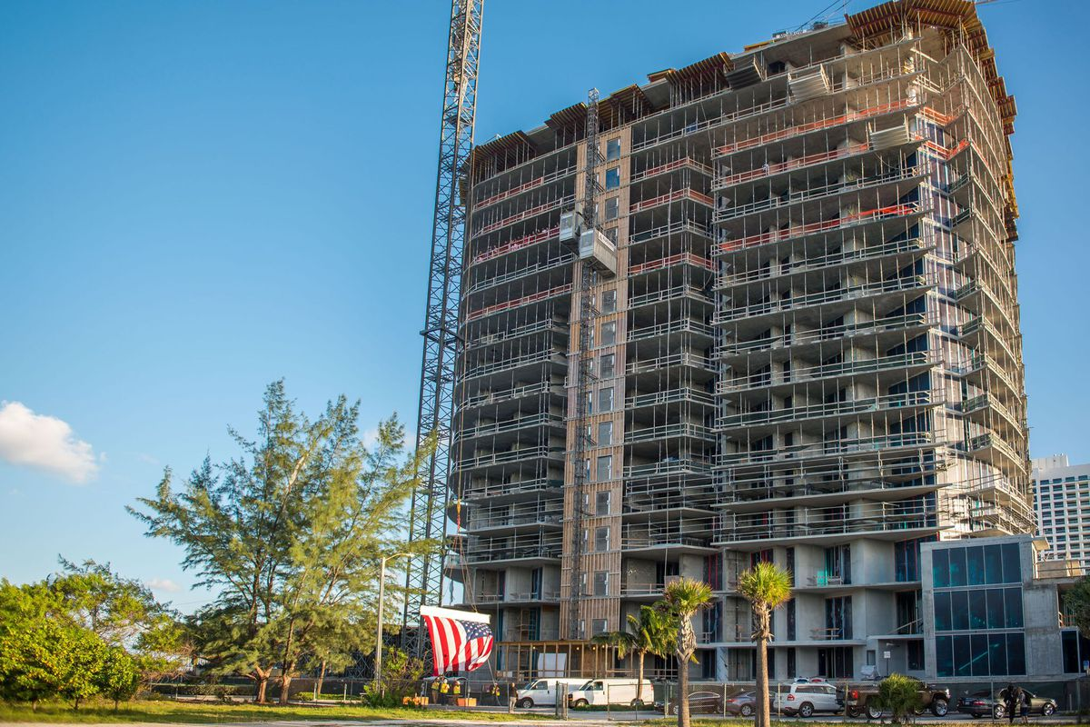 A new 18-story tower in Fort Lauderdale that was recently constructed just topped off.