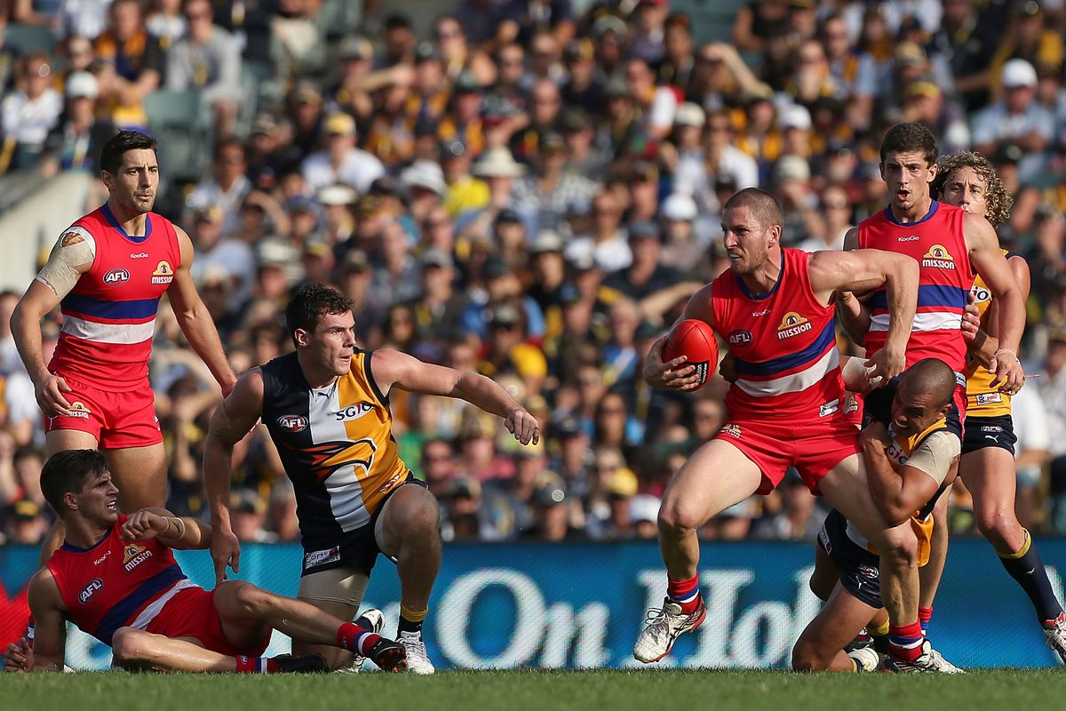 The guy with the ball is Daniel Kerr of the West Coast Eagles.