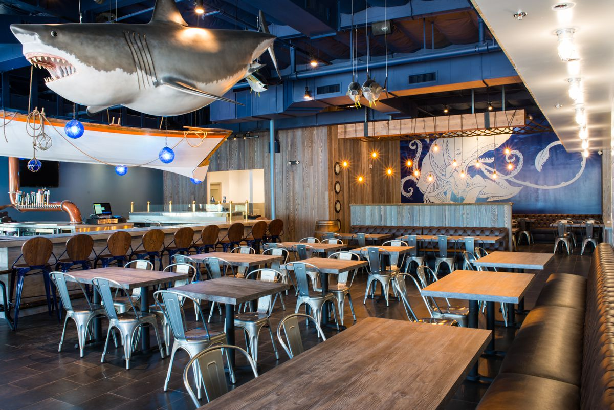 Crab Hut Opens In Mira Mesa With New Raw Bar & Craft Cocktails