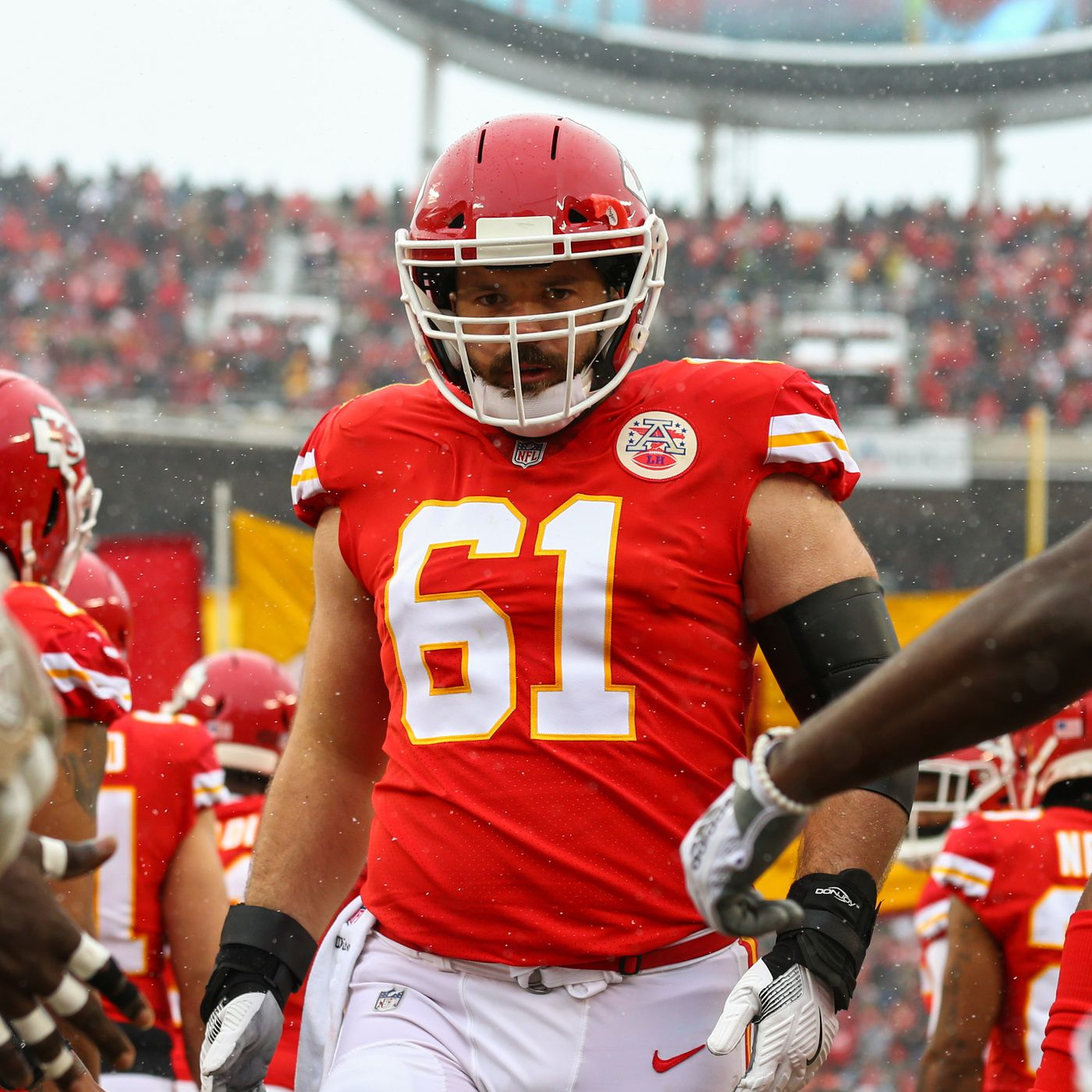 """official photos 2289a bfb4e Former Chiefs center Mitch Morse """"intends to sign"""" with ..."""