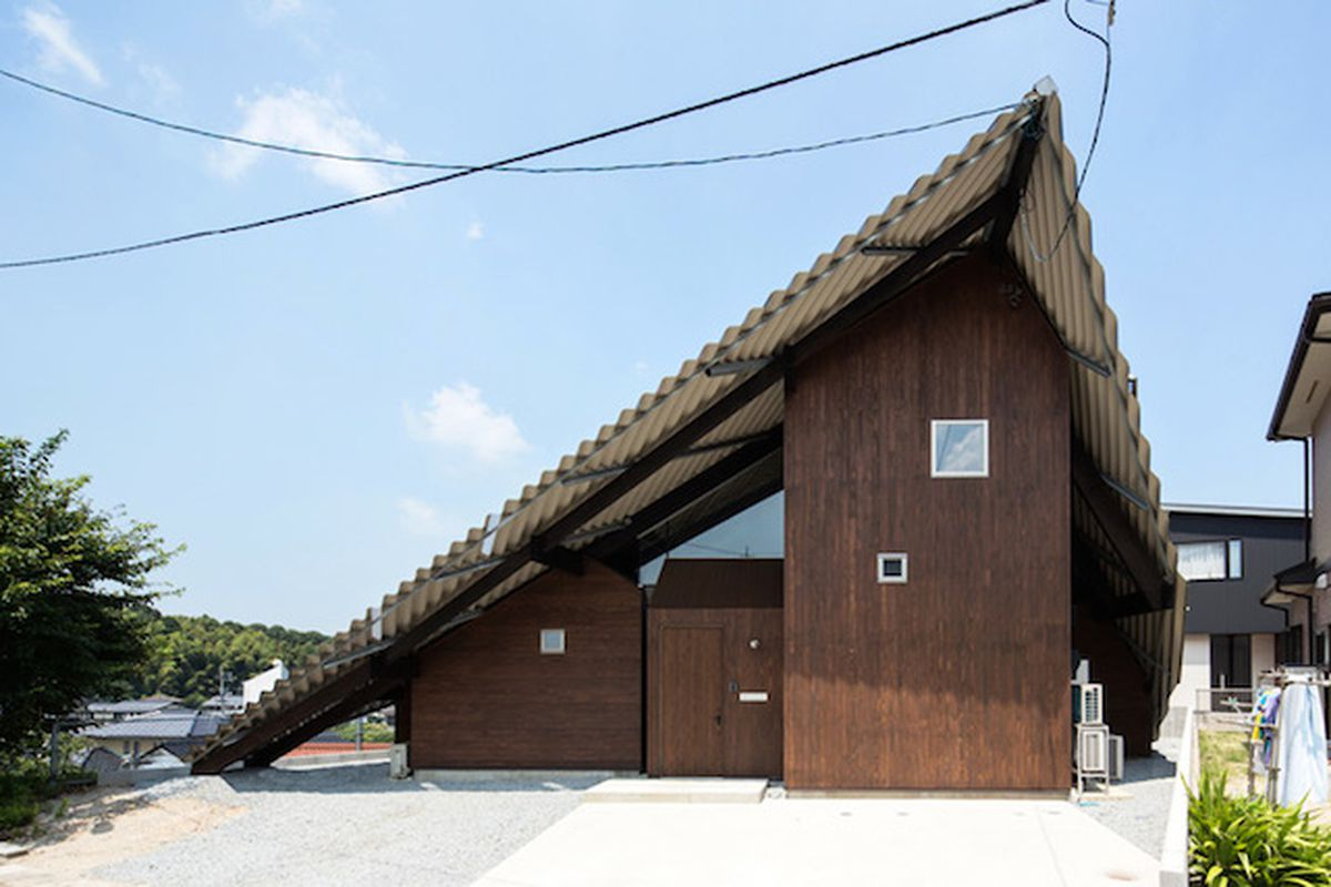 "A very literal approach in Yonago, Japan—Photo by Yohei Sasakura/Sasa No Kurasha via <a href=""http://www.designboom.com/architecture/ym-design-office-rain-shelter-house-japan-08-07-2014/"">Designboom</a>"