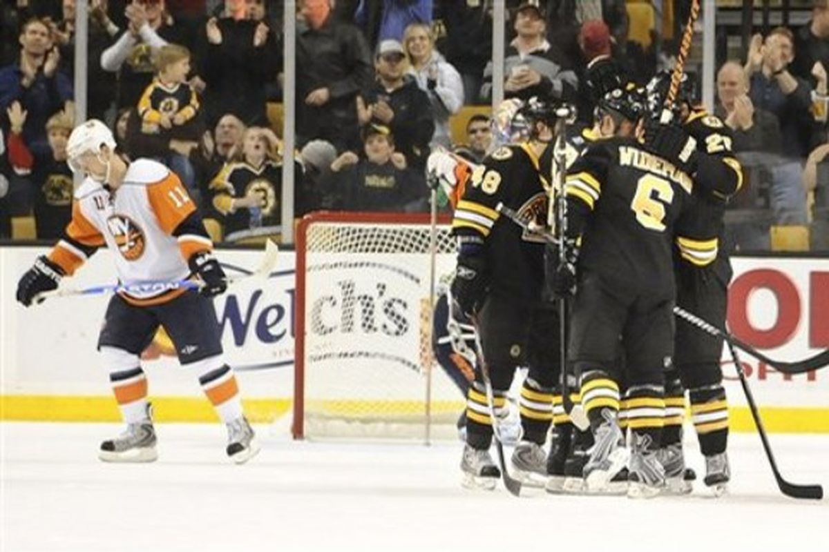 Bruins celebrate vs. Islanders