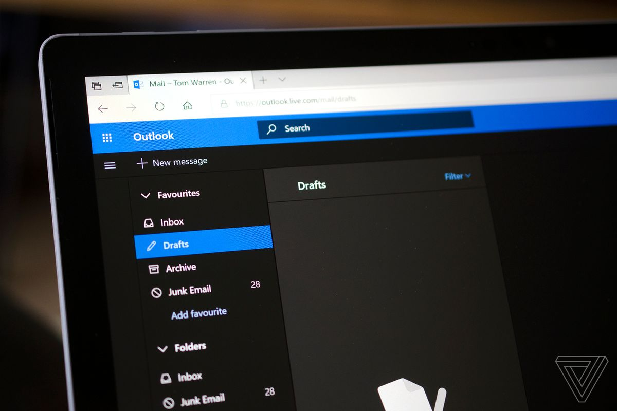 Microsoft's Outlook com dark mode is now live - The Verge