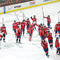 Capitals Salute Fans From Center Ice