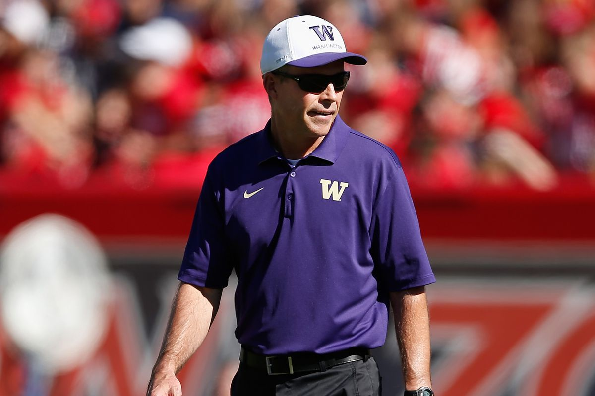 Chris Petersen and staff have secured the commitment of on of the top ranked DEs in the West