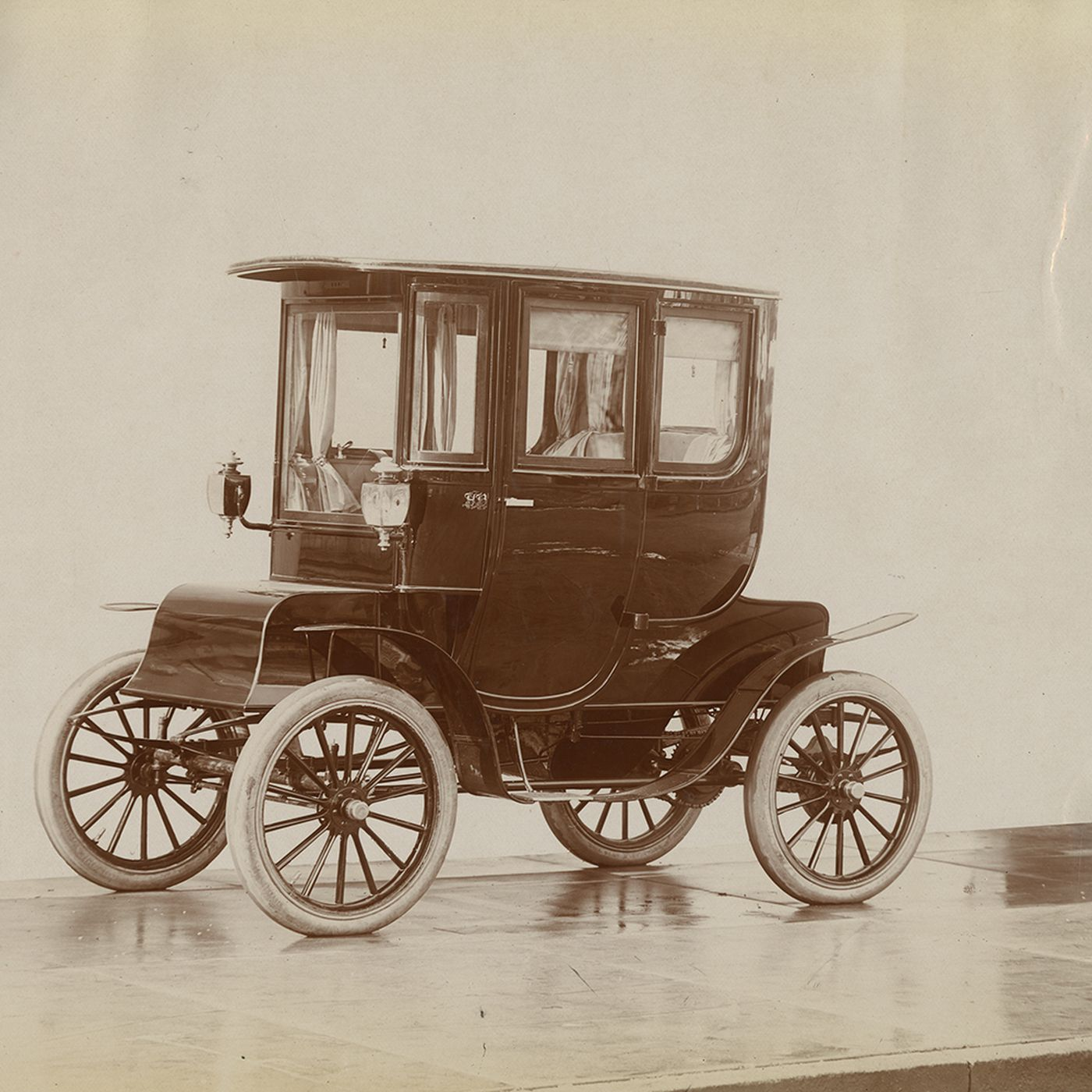 A Brief History Of Electric Cars The Most Popular Car Of 1900 Curbed
