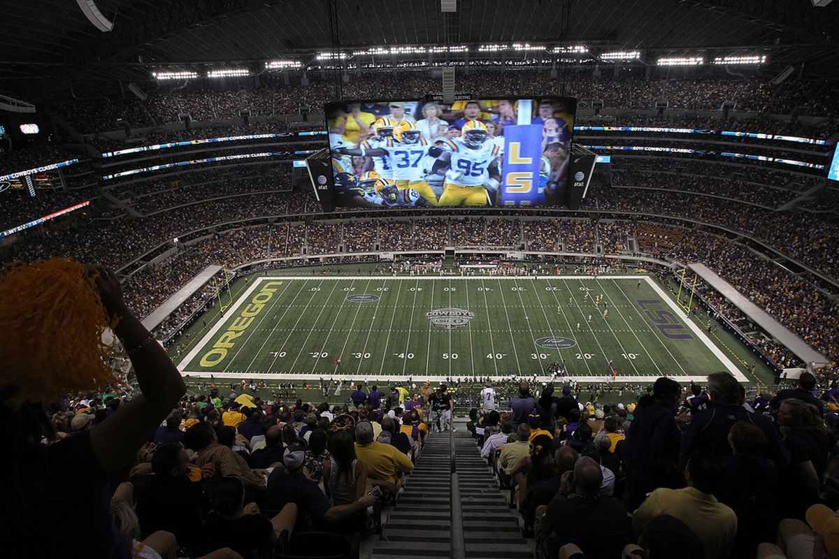 ARLINGTON, TX - SEPTEMBER 03:  A general view of play between the Oregon Ducks and the LSU Tigers at Cowboys Stadium on September 3, 2011 in Arlington, Texas.  (Photo by Ronald Martinez/Getty Images)