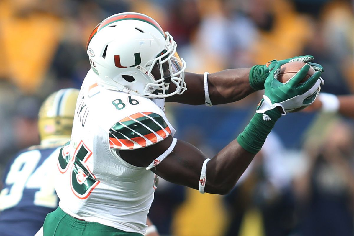 Miami Hurricanes' tight end David Njoku makes a catch against the Pittsburgh Panthers at Heinz Stadium in 2015.