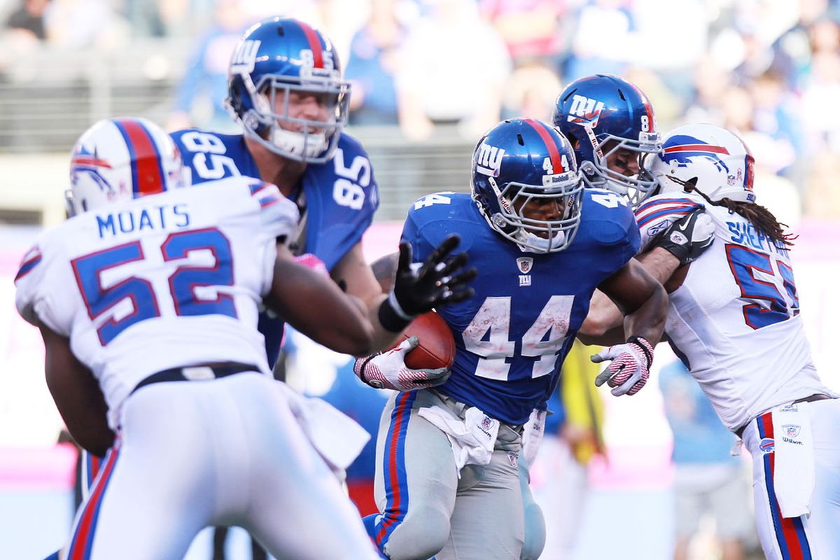 Ahmad Bradshaw of the New York Giants rushes against the Buffalo Bills at MetLife Stadium on October 16, 2011 in East Rutherford, New Jersey.  (Photo by Nick Laham/Getty Images)