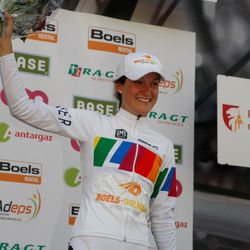 Lizzie Armitstead extended her lead in the Road World Cup
