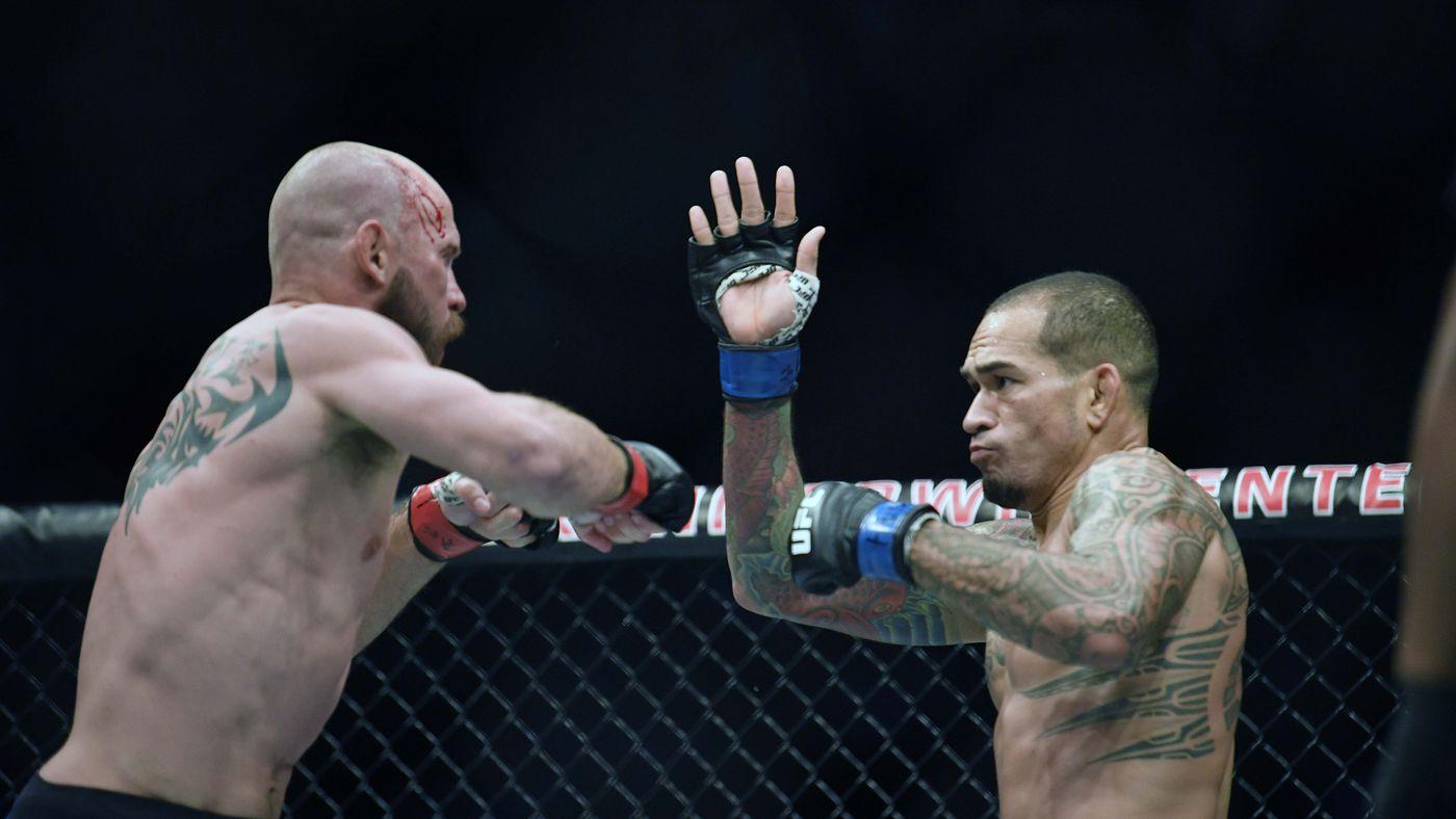 UFC Ottawa free fight video: Watch Cowboy Cerrone score last-second KO win over Yancy Medeiros