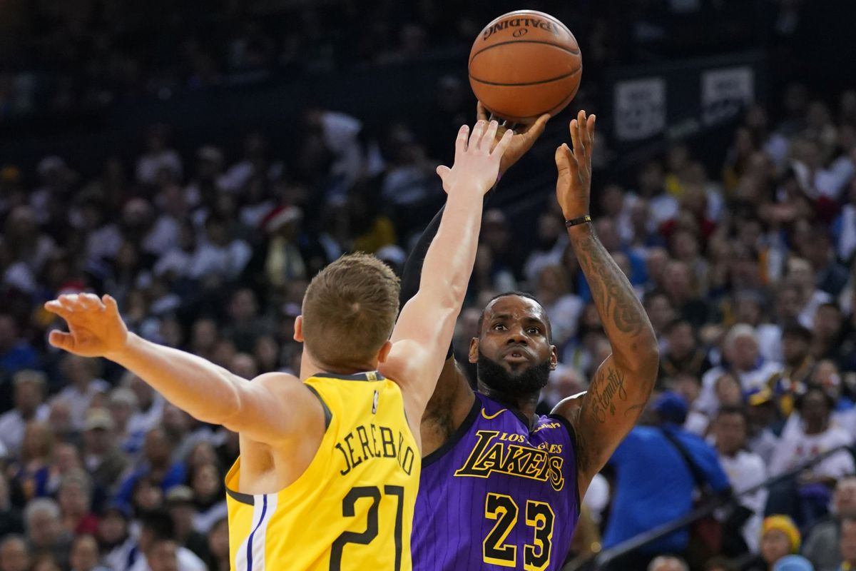 huge discount 22e1a 3fff4 LeBron James leaves Lakers game against Warriors with strained left groin,  will get MRI on Wednesday