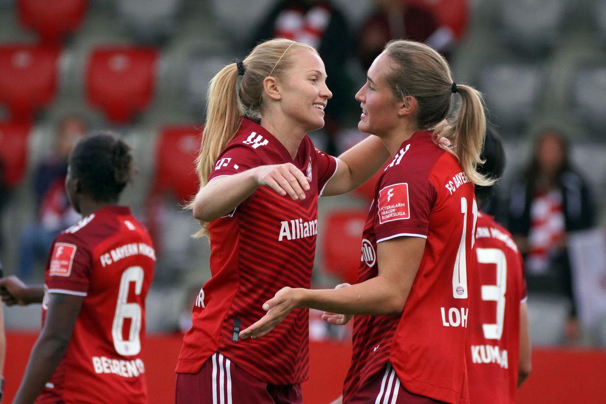 FC Bayern Muenchen v Werder Bremen - FLYERALARM Frauen-Bundesliga