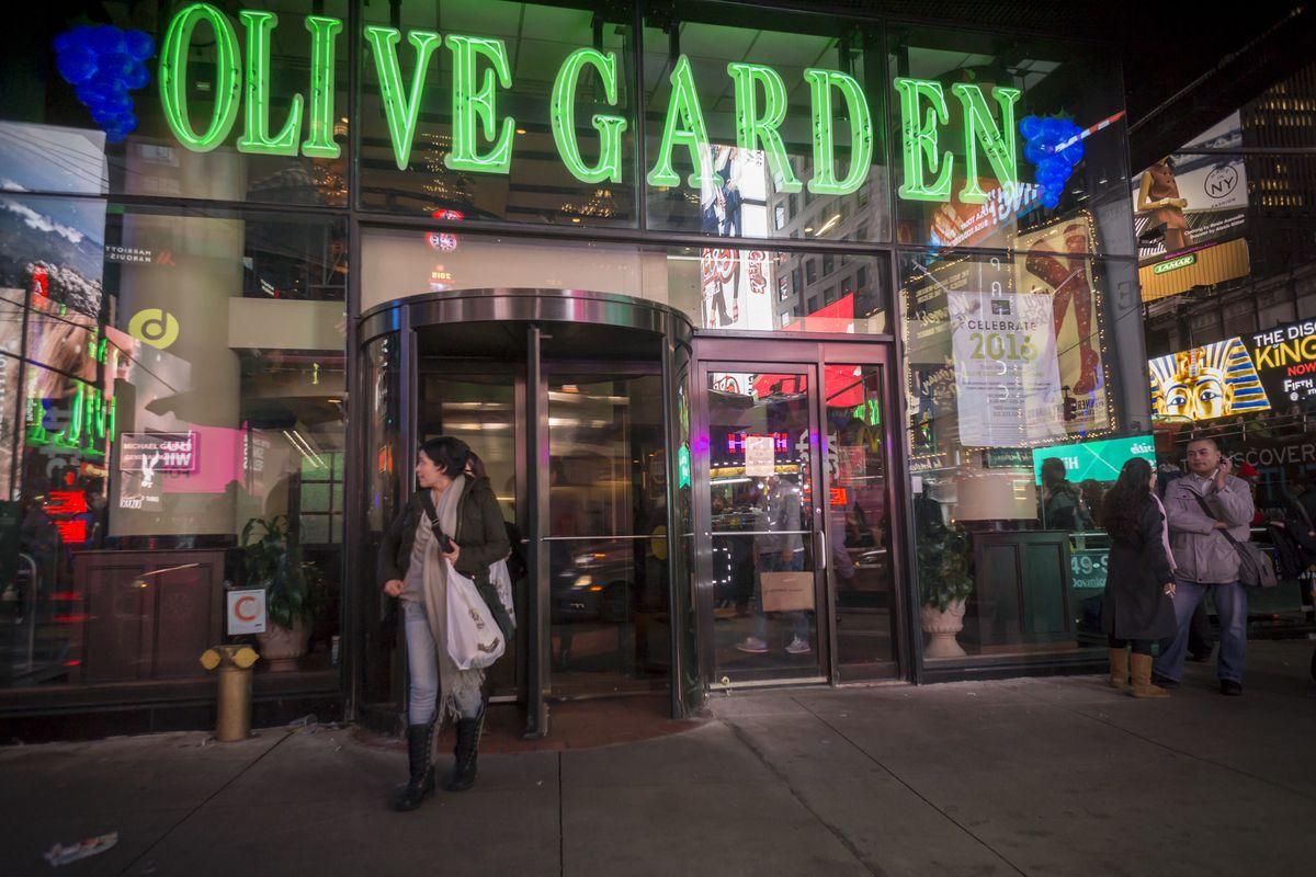 Olive Garden Is Now Serving Italian Pasta Nachos Eater