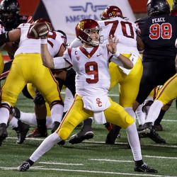 USC Trojans quarterback Kedon Slovis (9) passes during the game against the Utah Utes at Rice-Eccles Stadium in Salt Lake City on Saturday, Nov. 21, 2020.