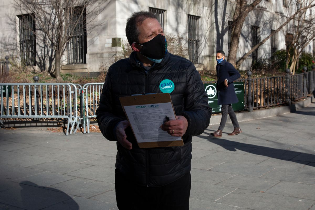 Councilmember Brad Lander (D-Brooklyn) gathers signatures in Downtown Brooklyn to get on the ballot in the comptroller's race, March 2, 2021.