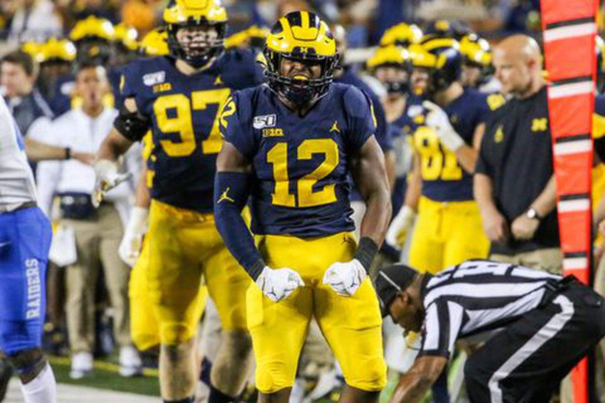 Michigan falls out of top 10 in AP Poll after bye week