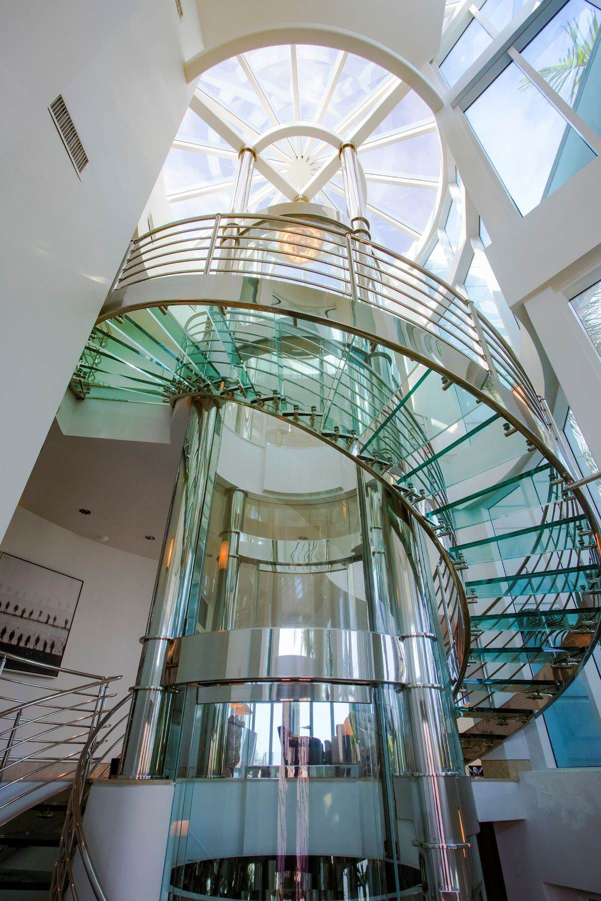 Florida Beach Pad With Round Glass Elevator For 6m